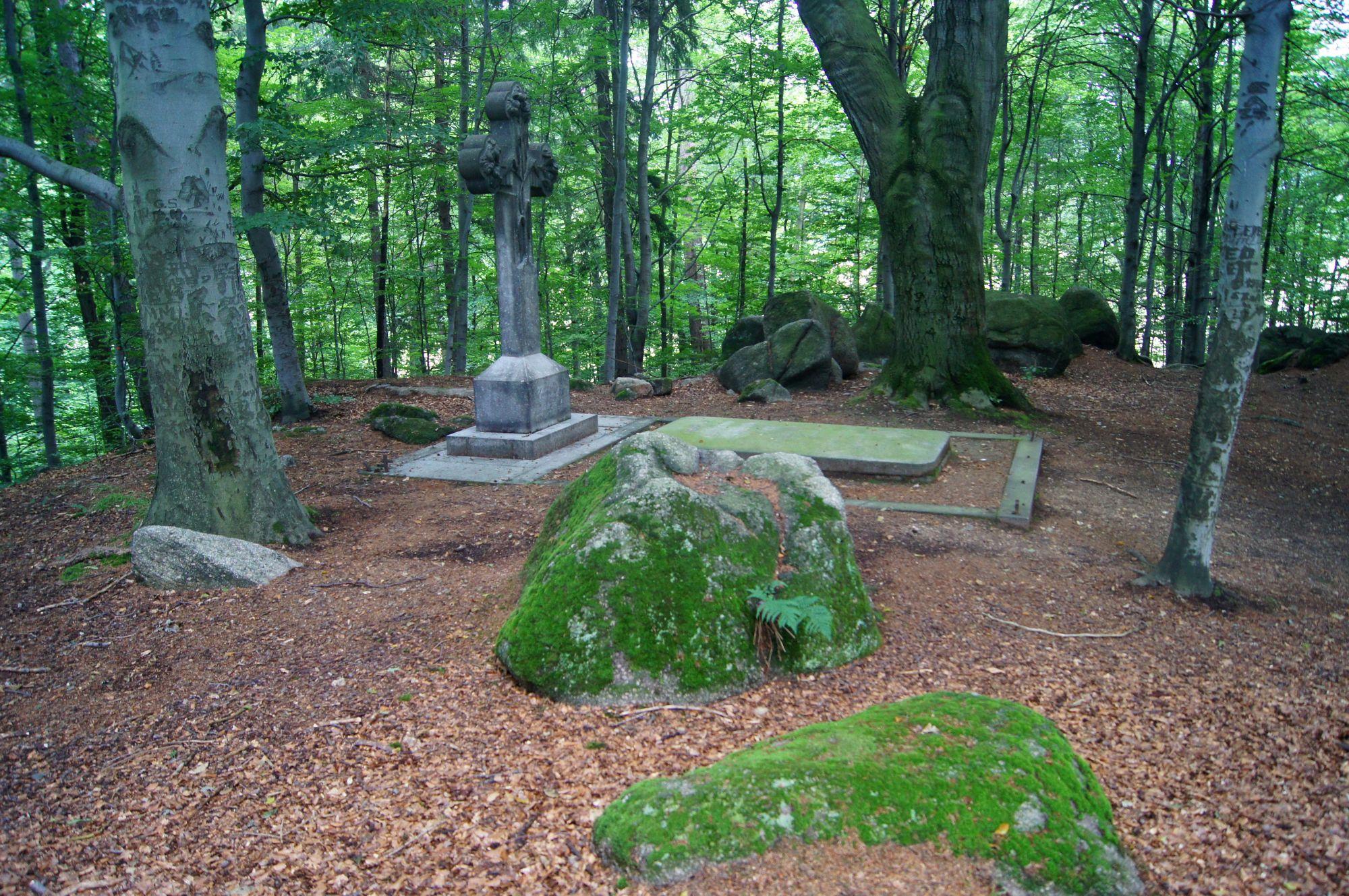 7. Grobowce Rodziny von Reuss w Kowarach
